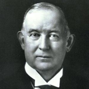 James Buchanan Duke modernizou a indústria tabagista, com máquinas e marketing