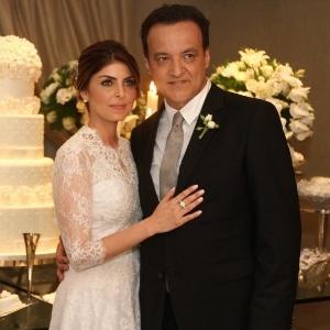 Após sair da cadeia, Cachoeira casou com Andressa Mendonça, cumprindo promessa registrada em interceptações telefônicas. Na cerimônia, Cachoeira beijou os pés da mulher