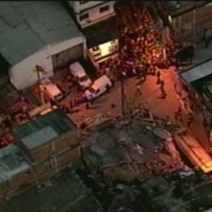 Imóvel, que estaria desocupado, desabou no início da noite deste sábado (9) na comunidade de Vila São Pedro