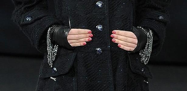 O novo esmalte da Chanel, Elixir, lançado durante o desfile de inverno 2014 da maison.