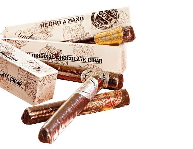 Charuto artesanal de chocolate (40 g), com uma unidade em caixa de madeira, disponível nos sabores de chocolate com avelãs, chocolate com laranja, merengue e cacau aromático (R$ 70). Na Venchi: 0/xx/21/3596-5170