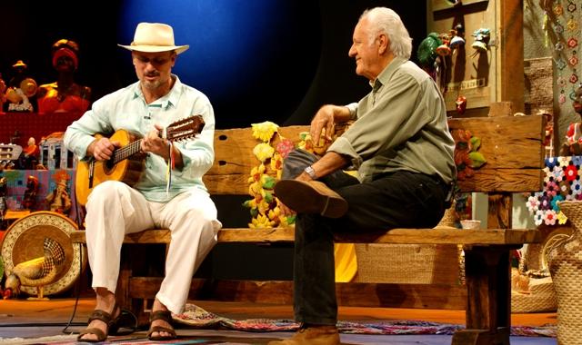 Rodrigo Zanc no palco do programa Sr.Brasil, com Rolando Boldrin Crédito: Marcelino Lima