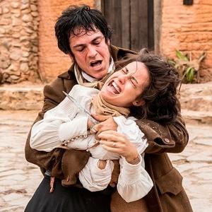 """A dupla Andreia Horta e Mateus Solano em cena de """"Liberdade Liberdade"""""""