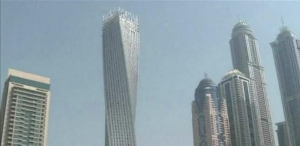 Em Dubai, a Torre Cayan tem 310 metros de altura e conta com 73 andares