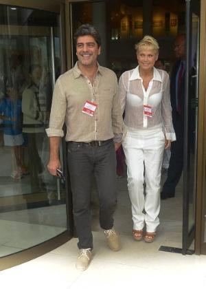 """Xuxa com o namorado Junno Andrade, que assina todas as músicas do próximo """"Xuxa Só Para Baixinhos"""""""