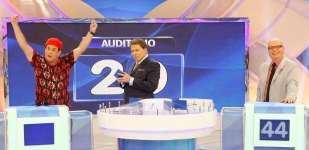 """Sergio Mallandro e Marcelo Tas participam do """"Jogo das Três Pistas"""", do """"Programa Silvio Santos"""""""