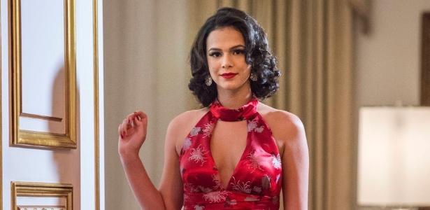 Bruna Marquezine vive uma cantora de boate em série da Globo