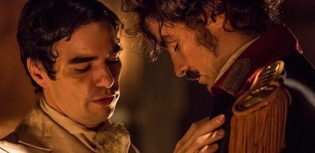 """André e Tolentino tiveram noite de amor em """"Liberdade, Liberdade"""""""