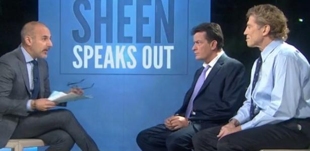 """17.nov.2015 - Charlie Sheen e seu médico, Robert Huizenga, falam sobre o tratamento do ator contra o HIV em entrevista ao programa """"Today"""""""