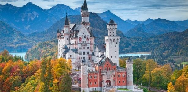 O castelo Neuschwanstein foi feito a mando do rei bávaro Ludwig 2º
