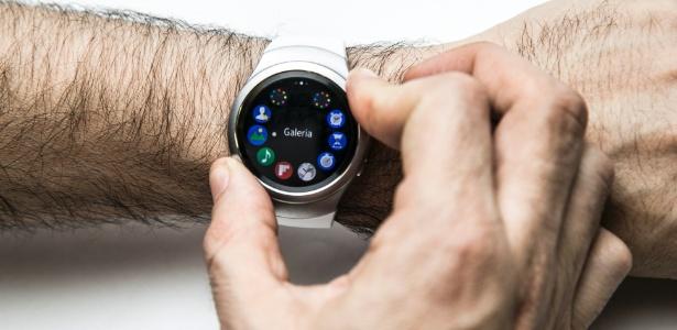 Relógio inteligente da Samsung é melhor que o da Apple, mas tem suas falhas