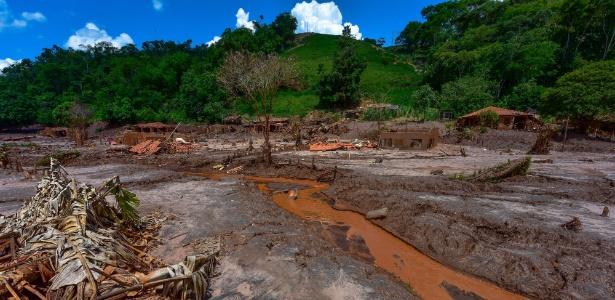 A lama vazada da barragem de Fundão atingiu 1.430 hectares em regiões das cidades de Mariana, Barra Longa e Rio Doce