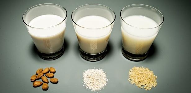 Leites feitos à base de amêndoa, aveia e arroz são saudáveis, porém, o leite de vaca é naturalmente rico em cálcio, elemento que, geralmente, precisa ser adicionado às bebidas vegetais