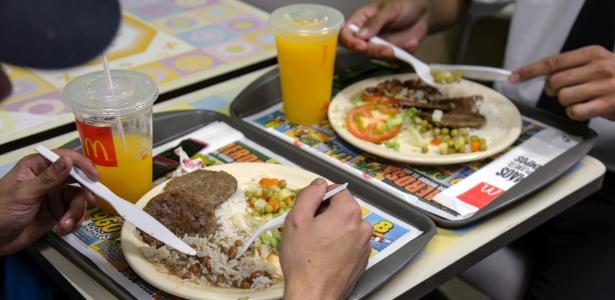 McDonald's serve pratos com arroz e feijão para seus funcionários, mas também os vende para clientes