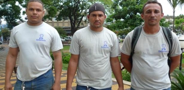 Da esquerda à direita, os operários Rafael Rocha Gomes, José Edval da Silva e Evaldo Barbosa Araújo, que disseram ter sido submetidos a maus-tratos na construção da usina Biocom, da construtora Odebrecht