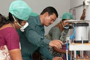30jun2014---fabrica-de-absorventes-indianos-1404136456456_300x200.jpg