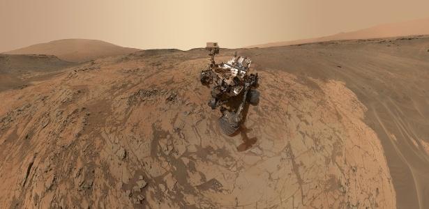 """A sonda Curiosity, da Nasa, enviou um """"selfie"""" feita no solo de Marte, numa região chamada Mojave, no Monte Sharp, uma montanha de cinco quilômetros de altura no centro da cratera Gale, o destino da missão"""