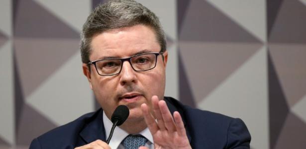 Sessão começa com leitura do parecer do relator Antonio Anastasia (PSDB-MG) - Adriano Machado/Reuters