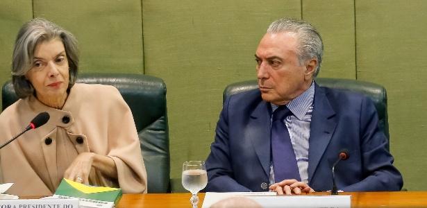 28out2016---presidente-michel-temer-ladeado-pela-presidente-do-stf-carmem-lucia-e-pelo-presidente-do-senado-renan-calheiros-pmdb-al-durante-reuniao-sobre-seguranca-publica-1477675367404_615x300 Brasil gasta R$ 16,4 mi ao ano com aposentadorias de juízes condenados pelo CNJ