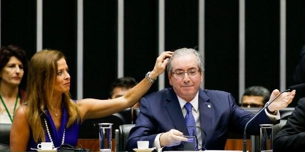 5nov2015   a mulher do presidente da camara eduardo cunha pmdb rj a jornalista claudia cruz a esq apareceu ao lado do peemedebista em sessao solene no plenario da camara em brasilia essa e a 1446740639237 615x300 - Procuradoria aponta 'despesas completamente incompatíveis' de Cunha