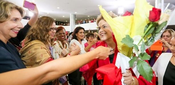 7.abr.2016 - A presidente Dilma Rousseff participa do Encontro com Mulheres em Defesa da Democracia realizado no Palácio do Planalto, em Brasília (DF)