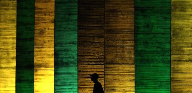 Palácio do Itamaraty iluminado com as cores da bandeira brasileira para a Olimpíada 2016