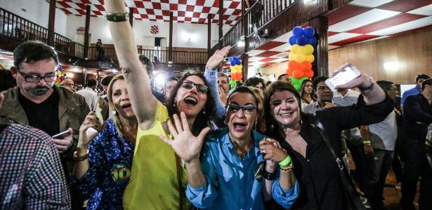Apoiadores de Crivella comemoram eleição no Rio de Janeiro - Júlio César Guimarães/UOL