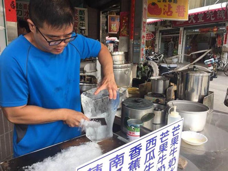 《屏東》「上古早刀削冰」滿滿古早味 才能吃得到冰的原味 - 翻爆 - 翻報