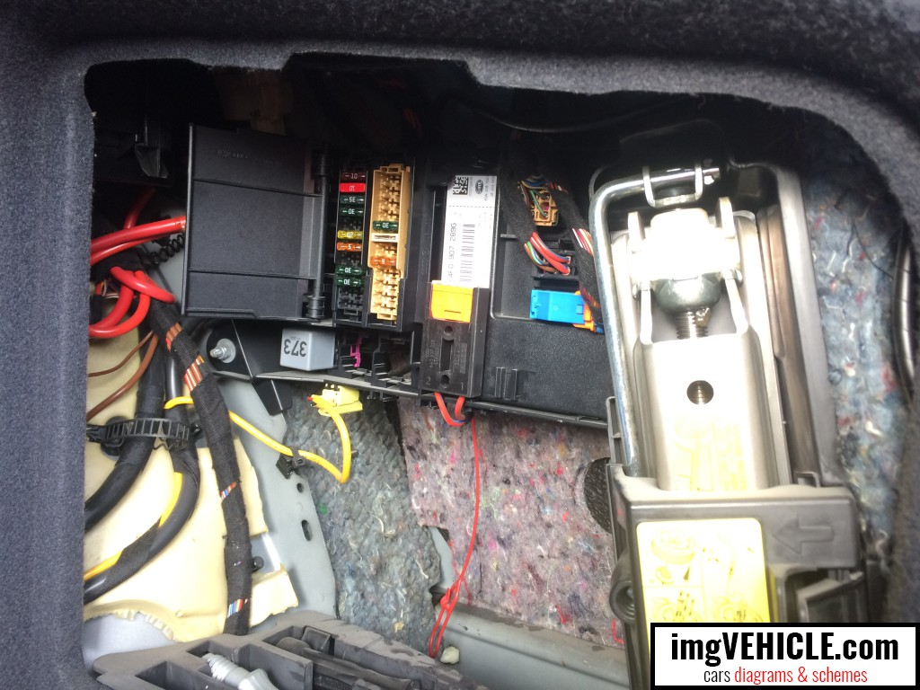 hight resolution of audi a6 c6 fuse box trunk location