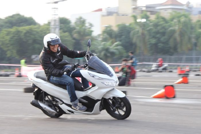 Ilustrasi test ride Honda PCX 150.