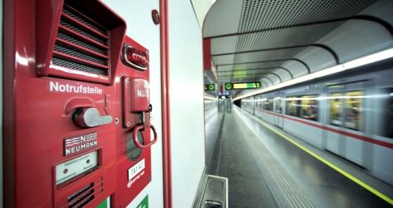 Notrufstelle am Bahnsteig (C) Wiener Linien/Zinner