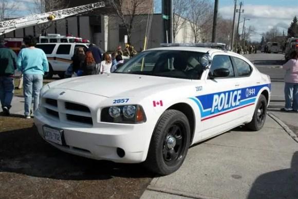 Carro da Polícia canadense - Um policial no Canadá o usa para patrulhar as ruas