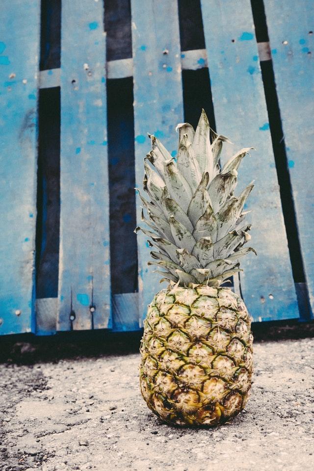 """Lav let din egen Ananas plante – en lille sjov """"gør det selv"""" video"""