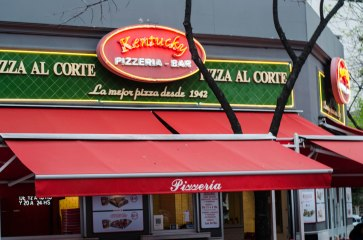In US we know Kentucky fried chicken and Chicago or NY pizza.