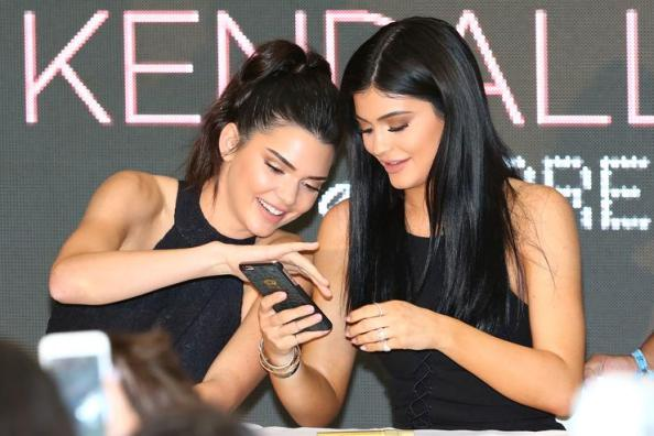 1498746801 1a2fbd21cd873738949b65efd37a9141 Did Kylie And Kendall Jenner Dishonor Rap Legends With Questionable T Shirt Design?