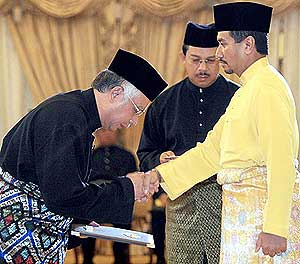 納吉宣誓就職第六任首相 | 喬客's 博客