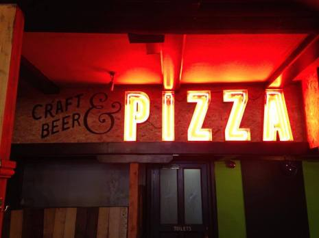 neon-pizza-sign