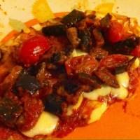 Pizza con le melanzane a funghetto e provola affumicata