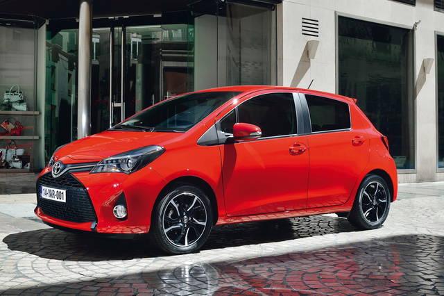 Toyota Yaris cambia soprattutto dove non vedi