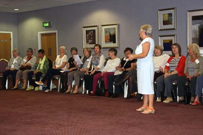 19 Linda organises introductory activities