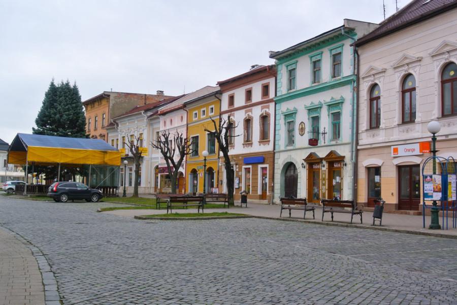 Bunte Häuser in den Stadtkernen der Slowakei