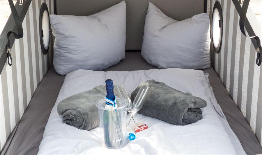 Schlafstrandkorb Bensersiel Innenansicht