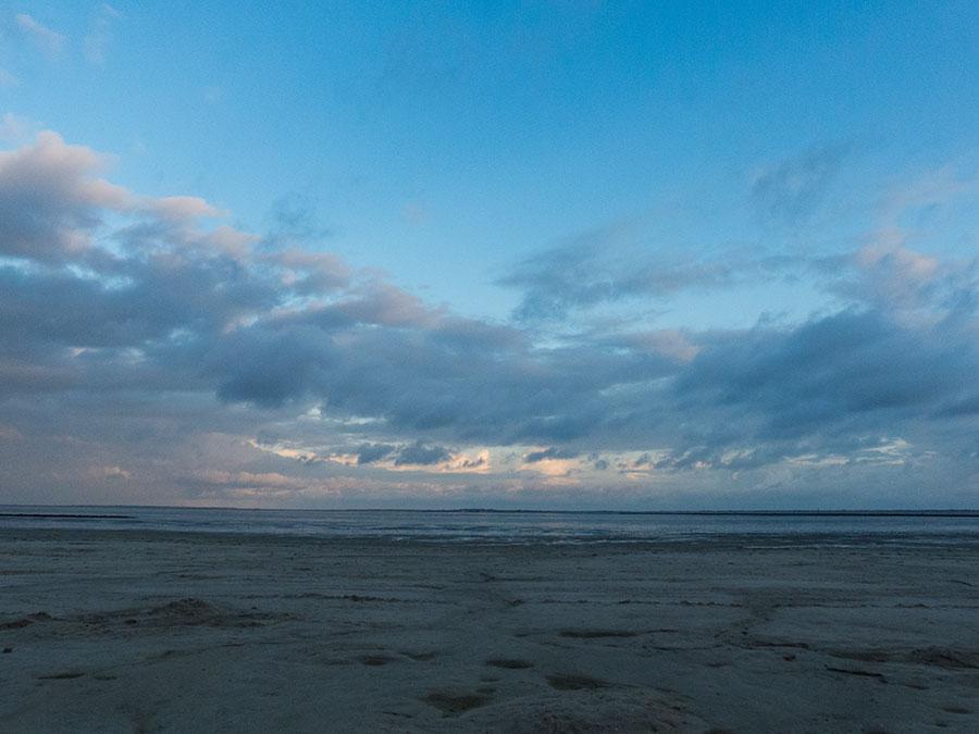 Strandkorb sonnenaufgang  Schlafstrandkorb Bensersiel: eine Nacht am Strand