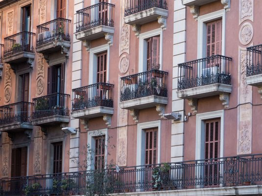 pinke Häuserfassade