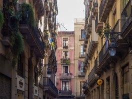 Barcelona gotisches Viertel Häuserschlucht