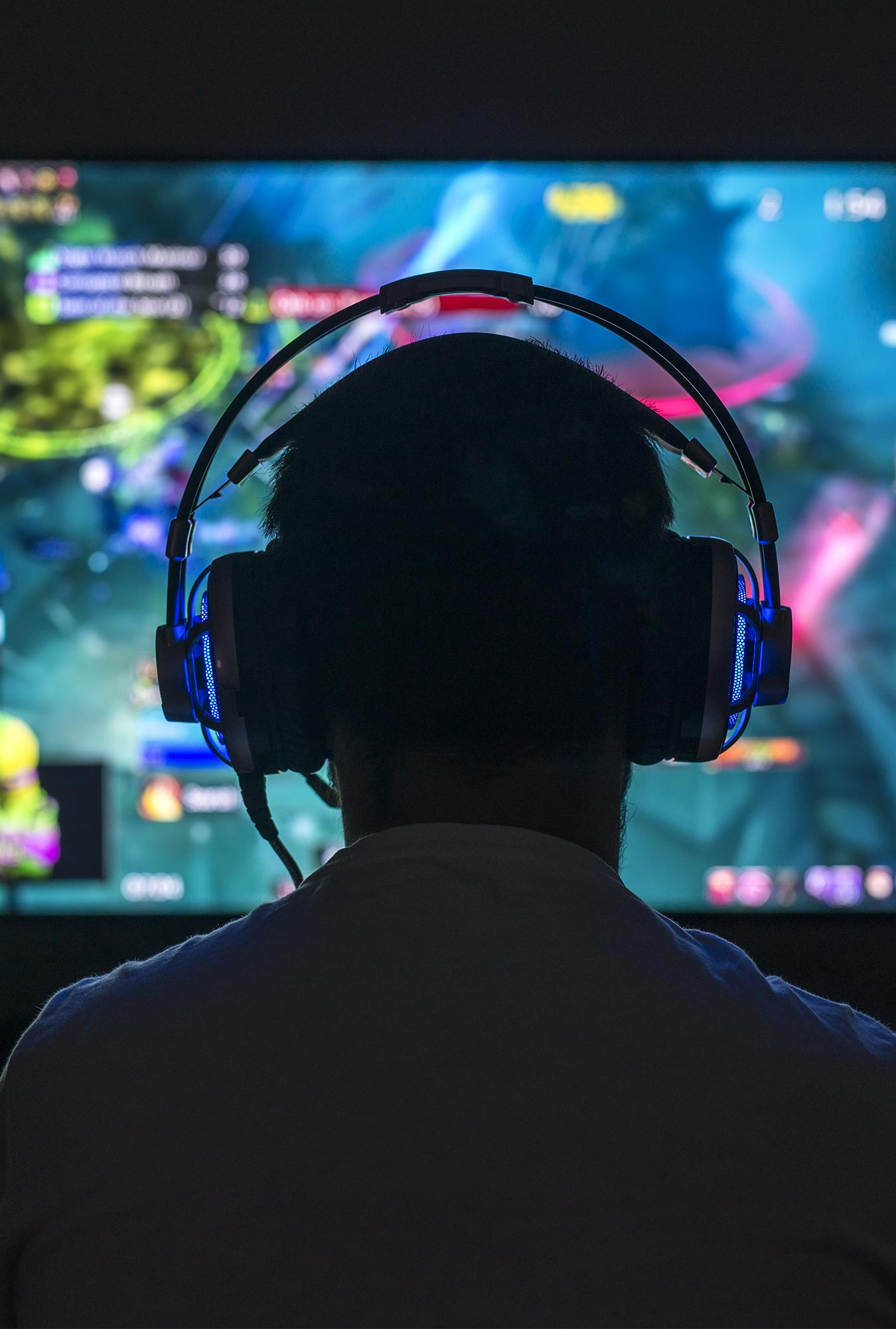 Gamer utilizing Engage UC for Gaming