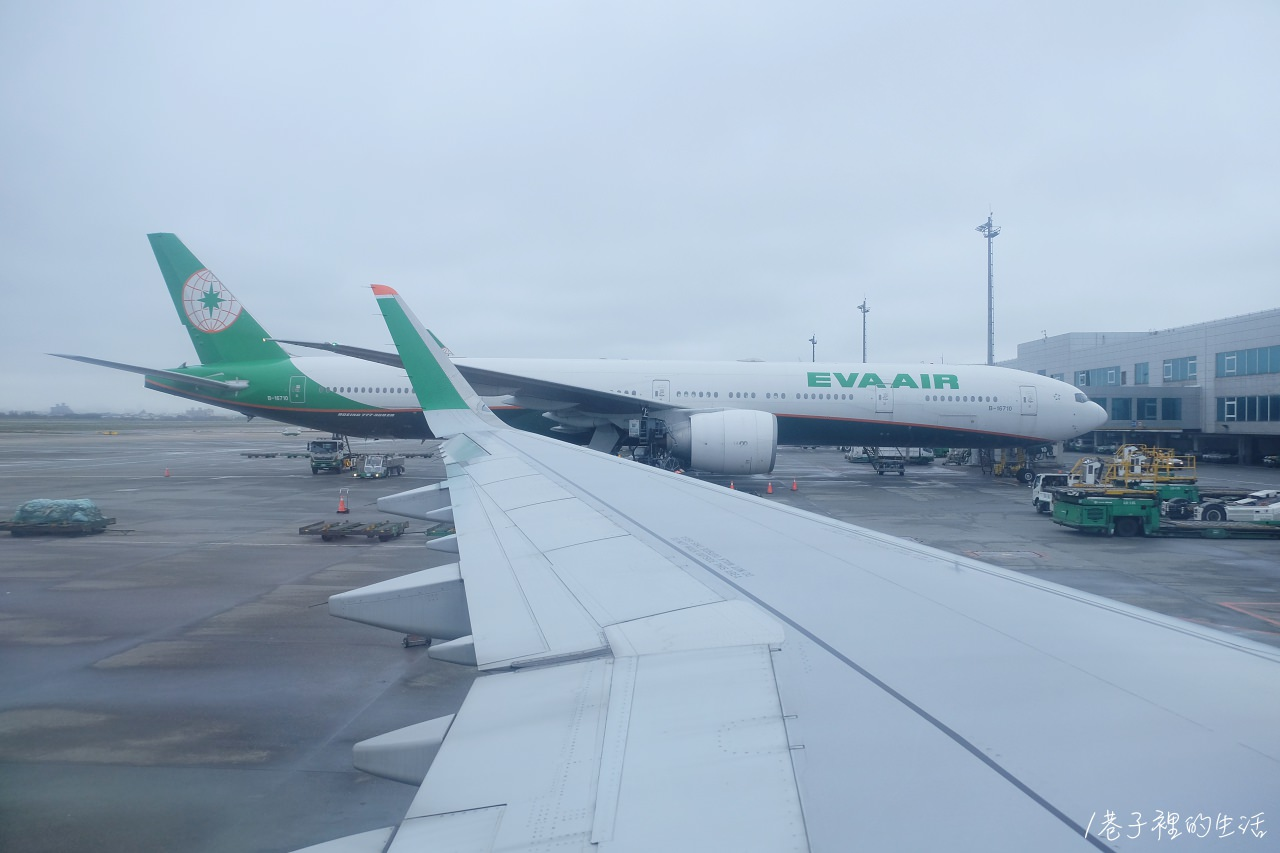 長榮航空 EVA air,香港飛臺北 BR856 搭機紀錄 - 巷子裡的生活