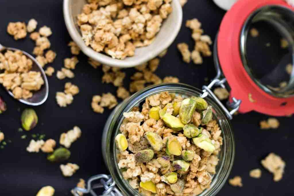 kiwi, lime and blackberry yogurt parfait with granola and pistachios