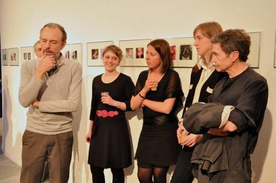 à droite Dominique Savariau - textes de l'exposition