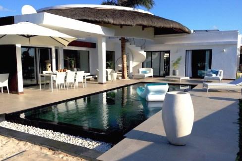 Vue exterieure villa 1